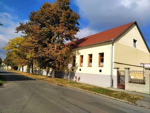 Elkészült iskolánk Puskin utcai homlokzata